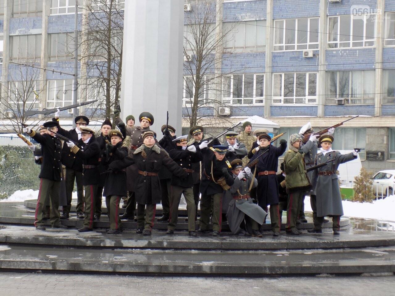 Выстрелы, военный оркестр и парад: как в Днепре проходит День памяти Героев Крут, - ФОТОРЕПОРТАЖ, фото-1