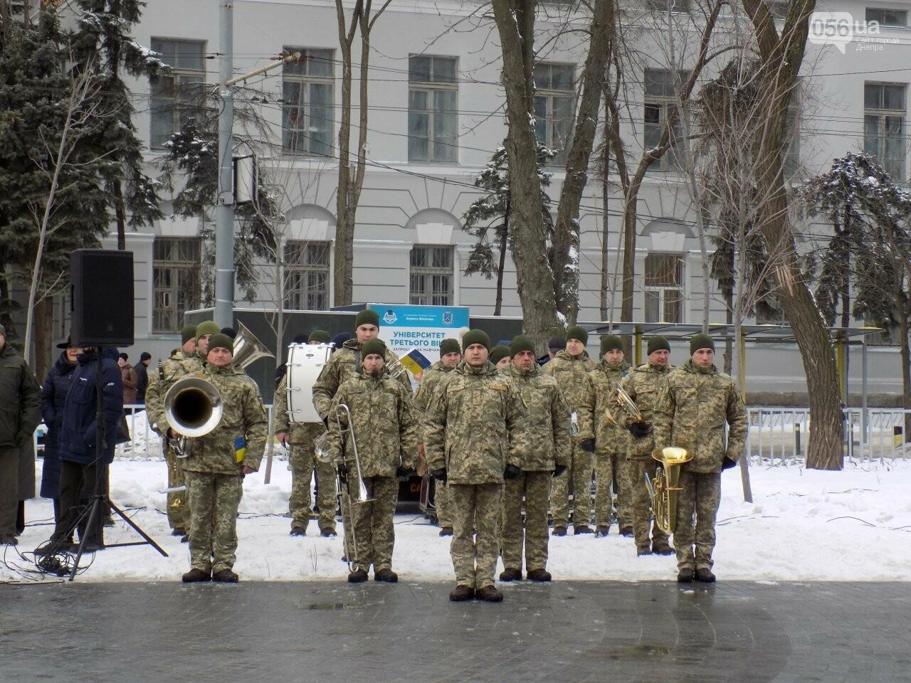 Выстрелы, военный оркестр и парад: как в Днепре проходит День памяти Героев Крут, - ФОТОРЕПОРТАЖ, фото-7