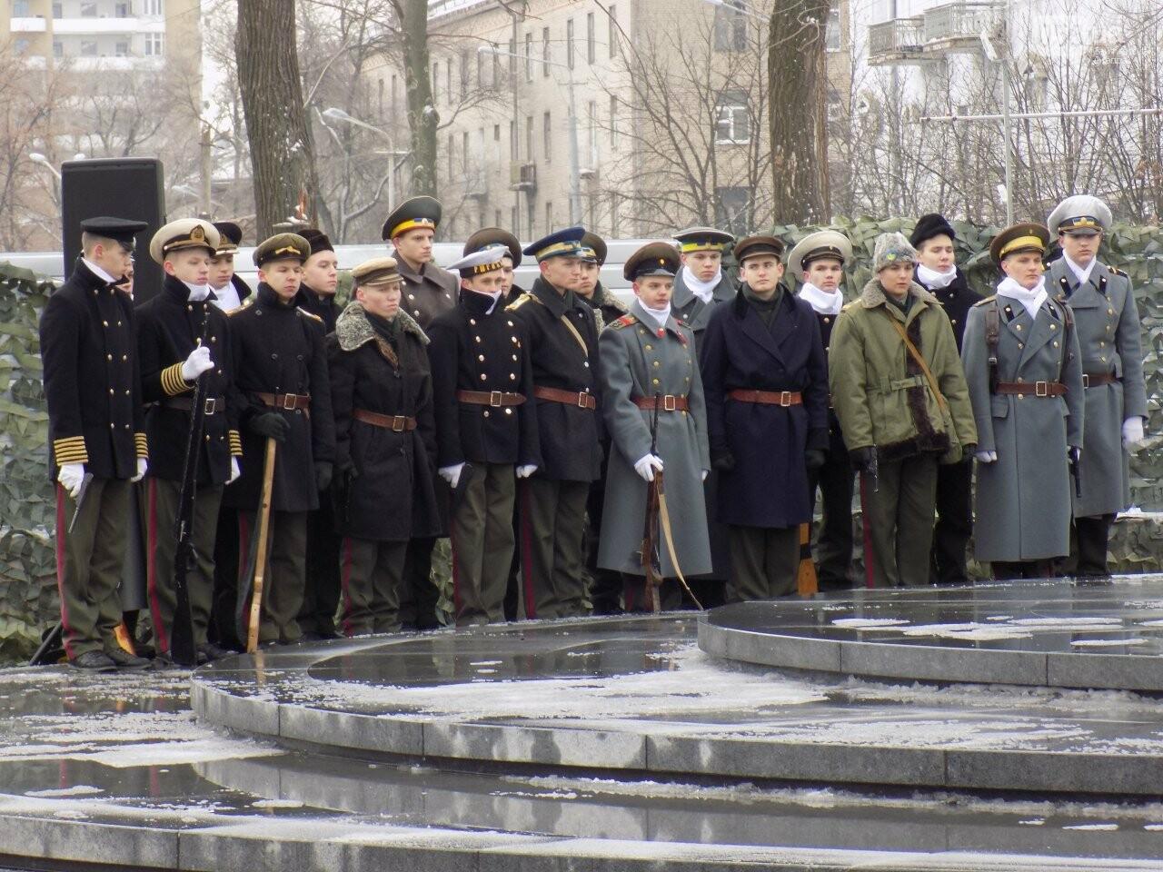Выстрелы, военный оркестр и парад: как в Днепре проходит День памяти Героев Крут, - ФОТОРЕПОРТАЖ, фото-9