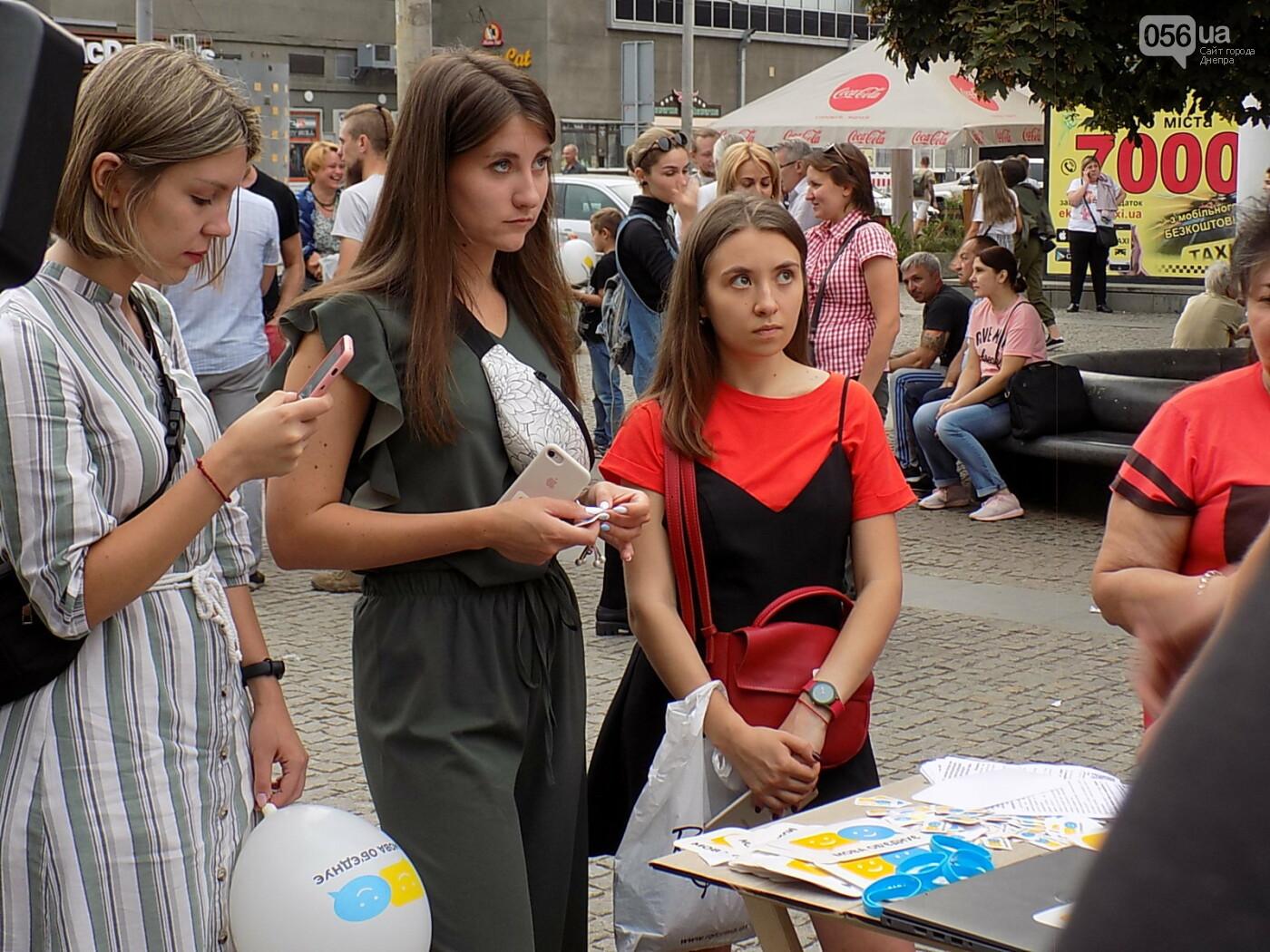 """Мова єднає Дніпро"": в центре города прошла символическая акция с концертом и подарками, - ФОТО, фото-6"