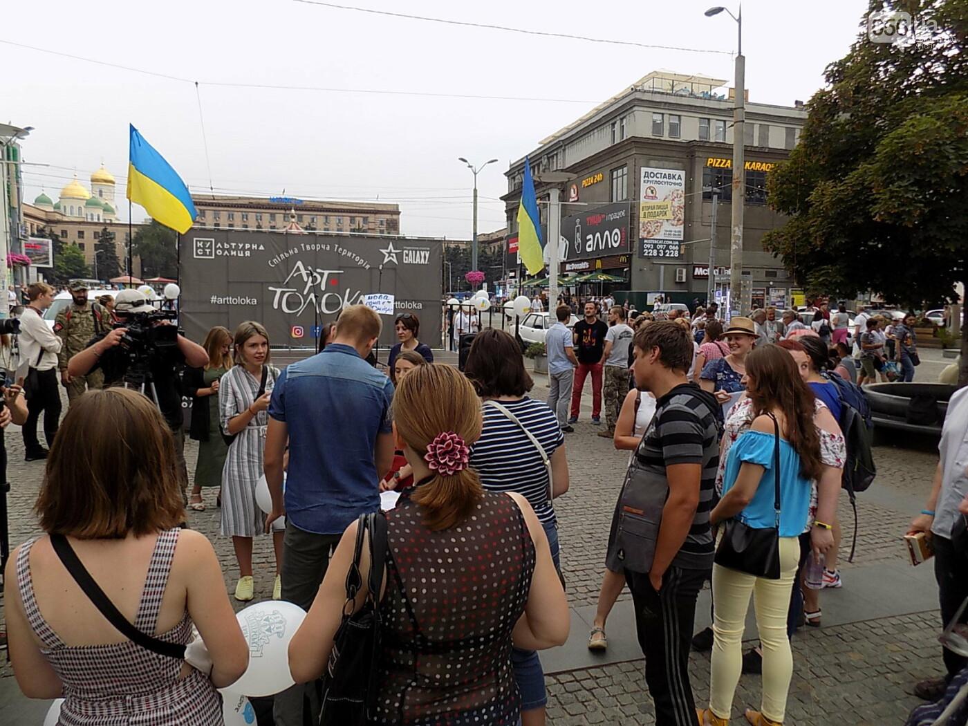 """Мова єднає Дніпро"": в центре города прошла символическая акция с концертом и подарками, - ФОТО, фото-7"