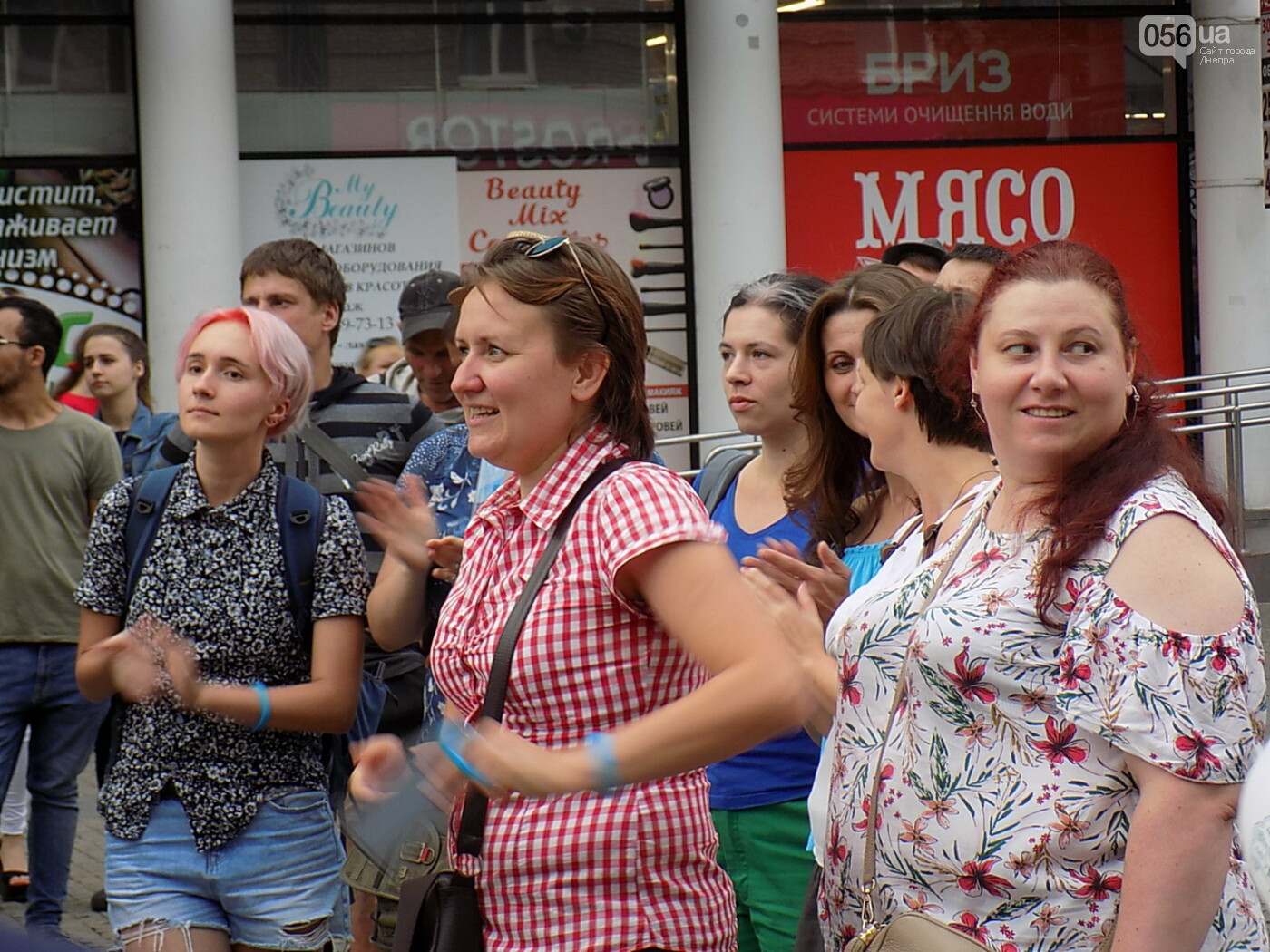 """Мова єднає Дніпро"": в центре города прошла символическая акция с концертом и подарками, - ФОТО, фото-11"