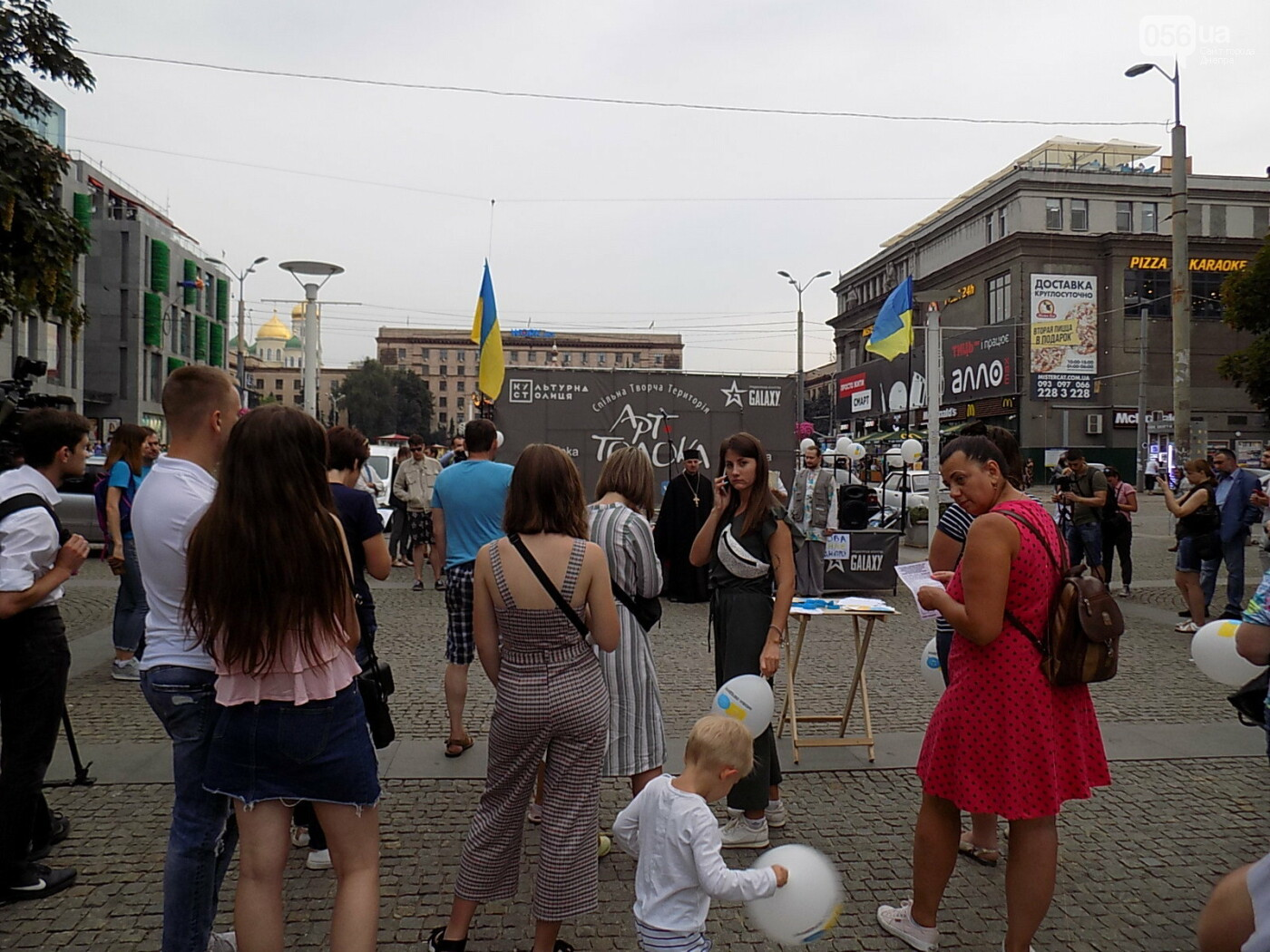 """Мова єднає Дніпро"": в центре города прошла символическая акция с концертом и подарками, - ФОТО, фото-15"