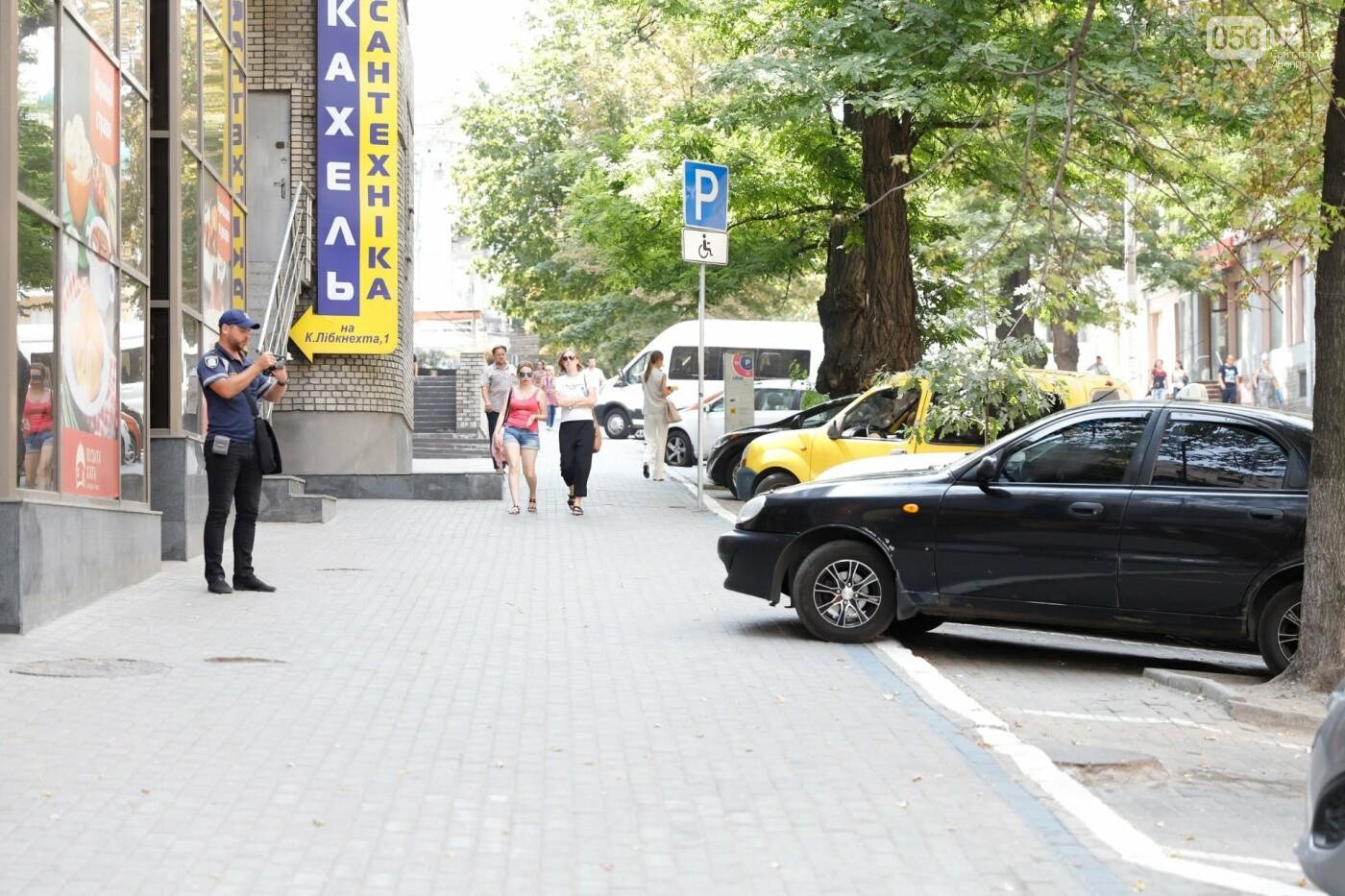 Штрафы и поддельные удостоверения: как проходит работа инспекторов по парковке в Днепре, - ФОТО, фото-3