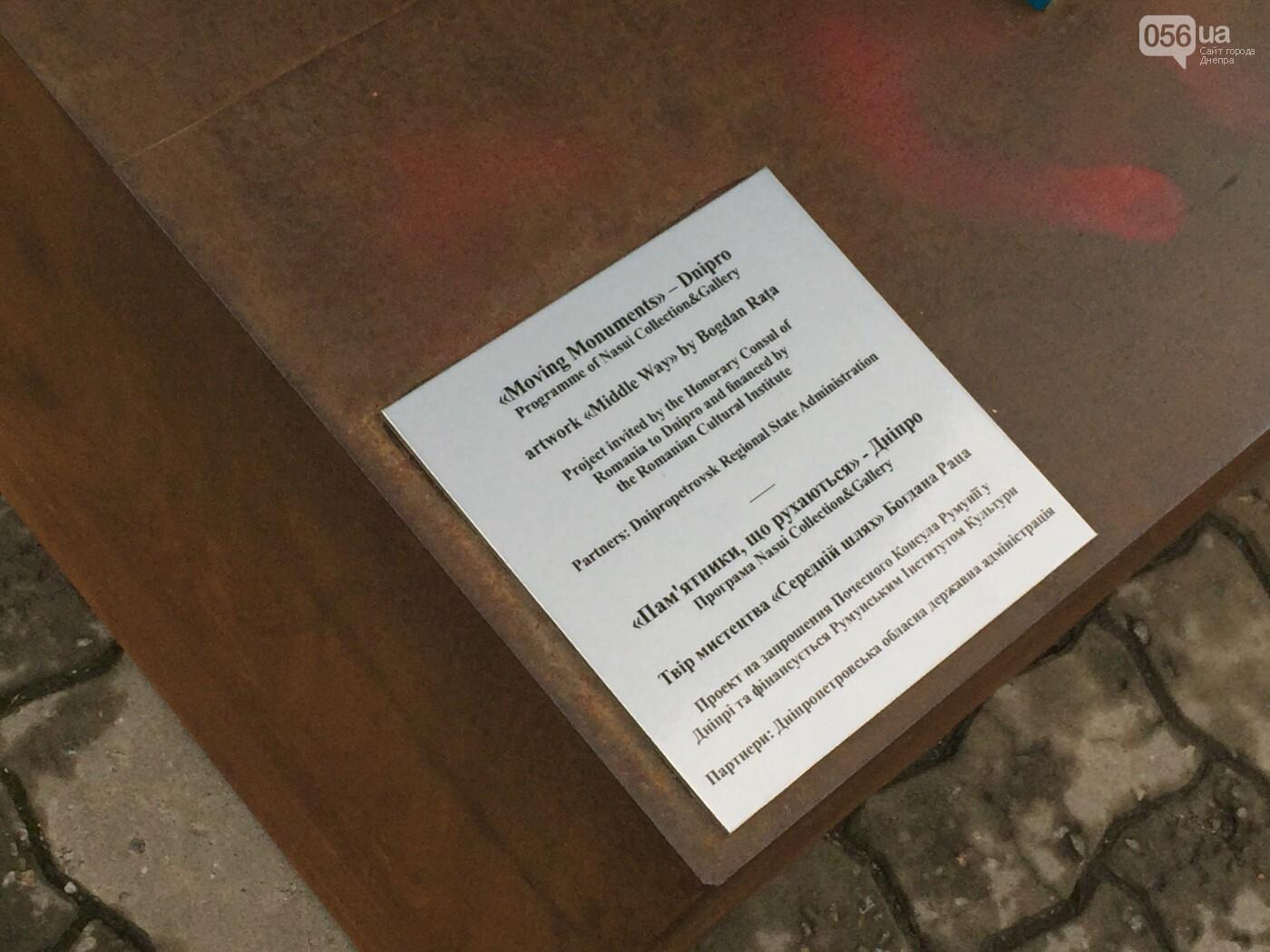 В центре Днепра появилась гигантская синяя рука: что значит этот арт-объект, - ФОТО, ВИДЕО, фото-12