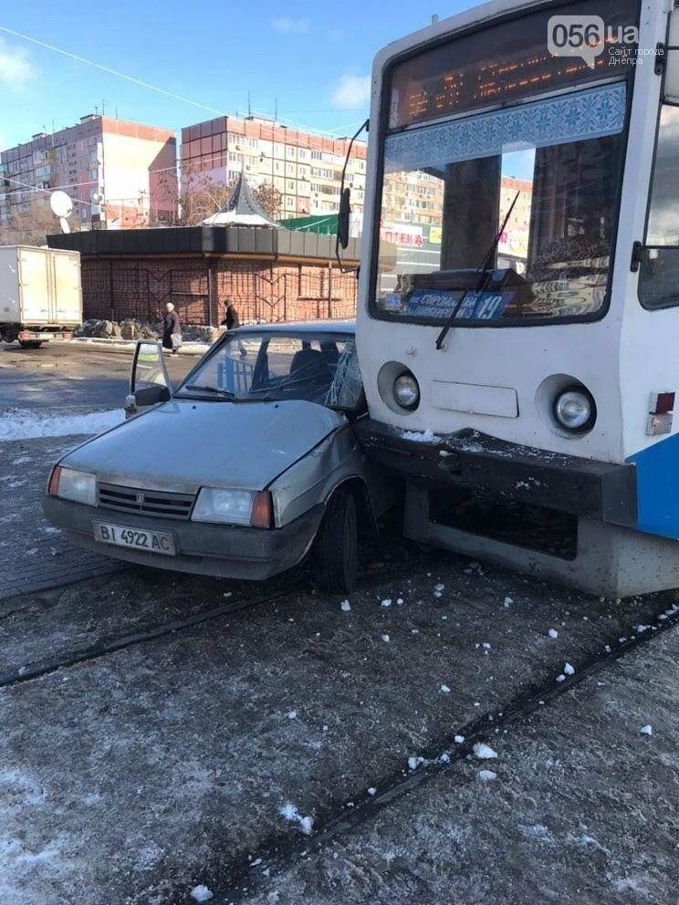В Днепре трамвай протаранил ВАЗ, - ФОТО, фото-1