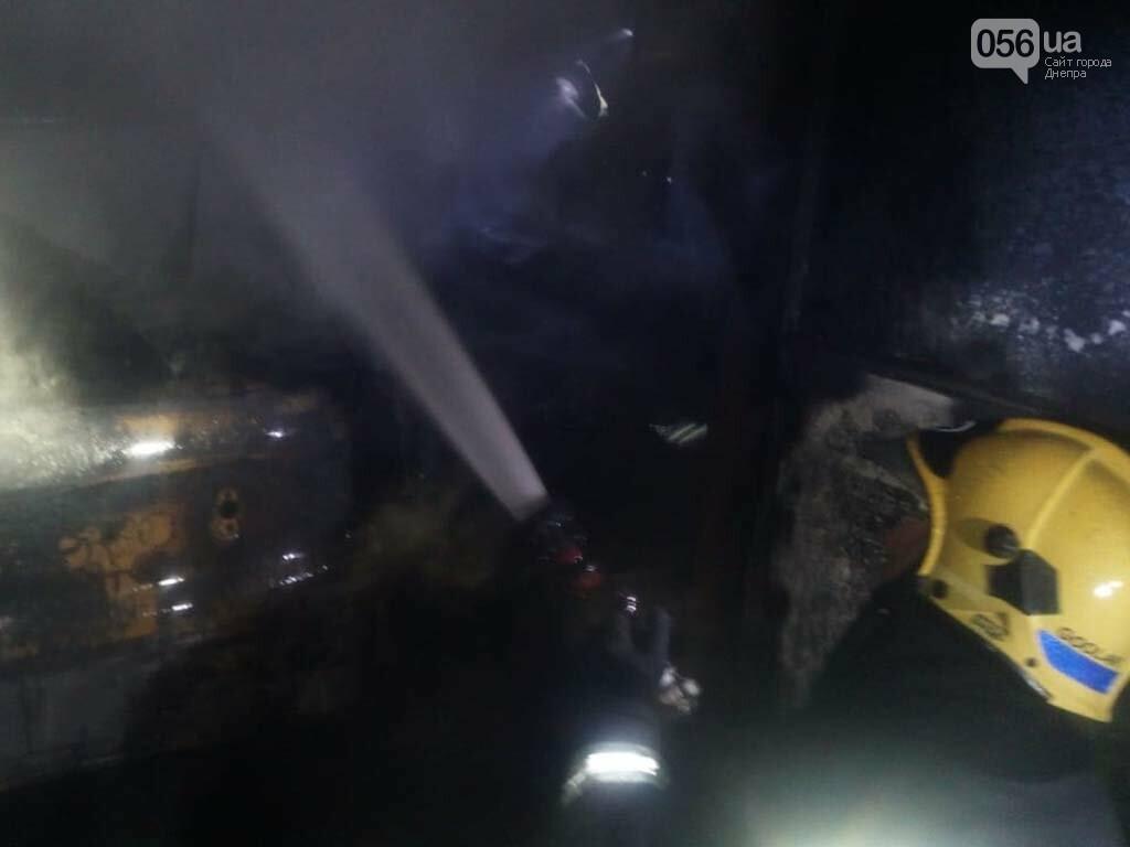 На Днепропетровщине горел гараж с автомобилем, - ФОТО, ВИДЕО, фото-4