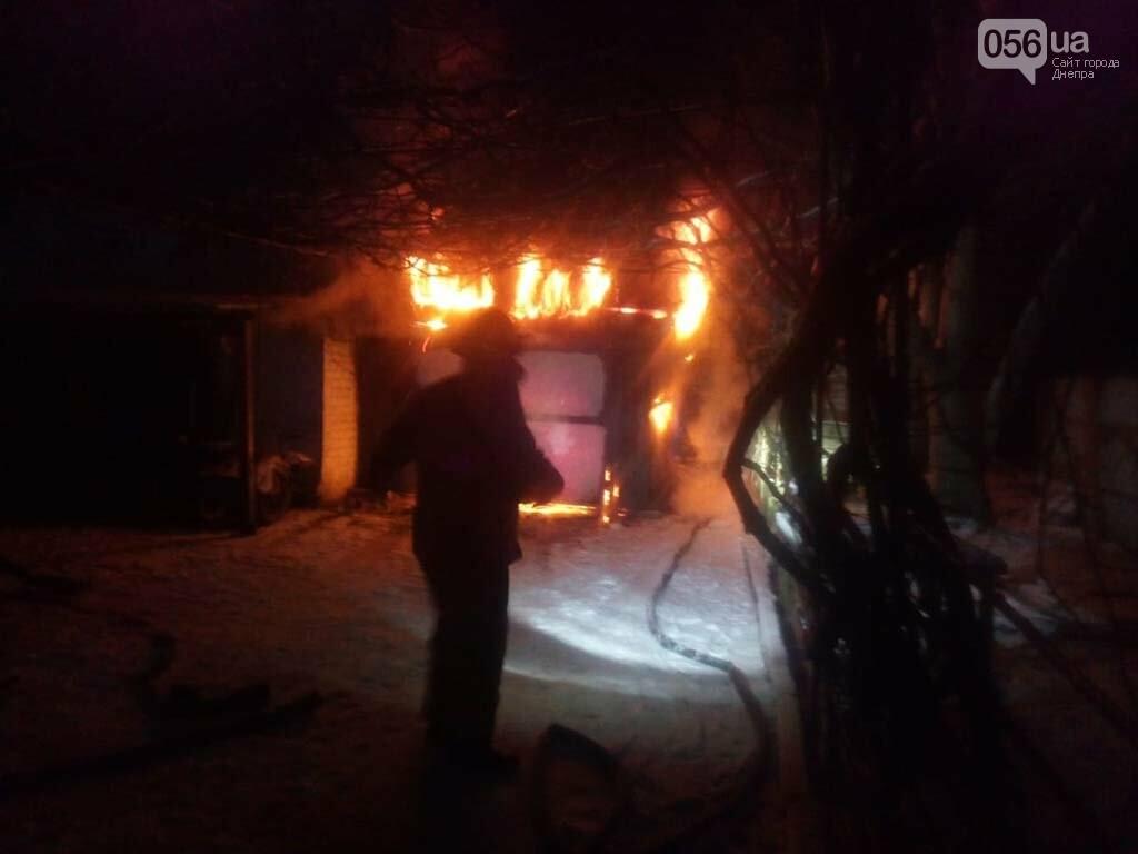 На Днепропетровщине горел гараж с автомобилем, - ФОТО, ВИДЕО, фото-1
