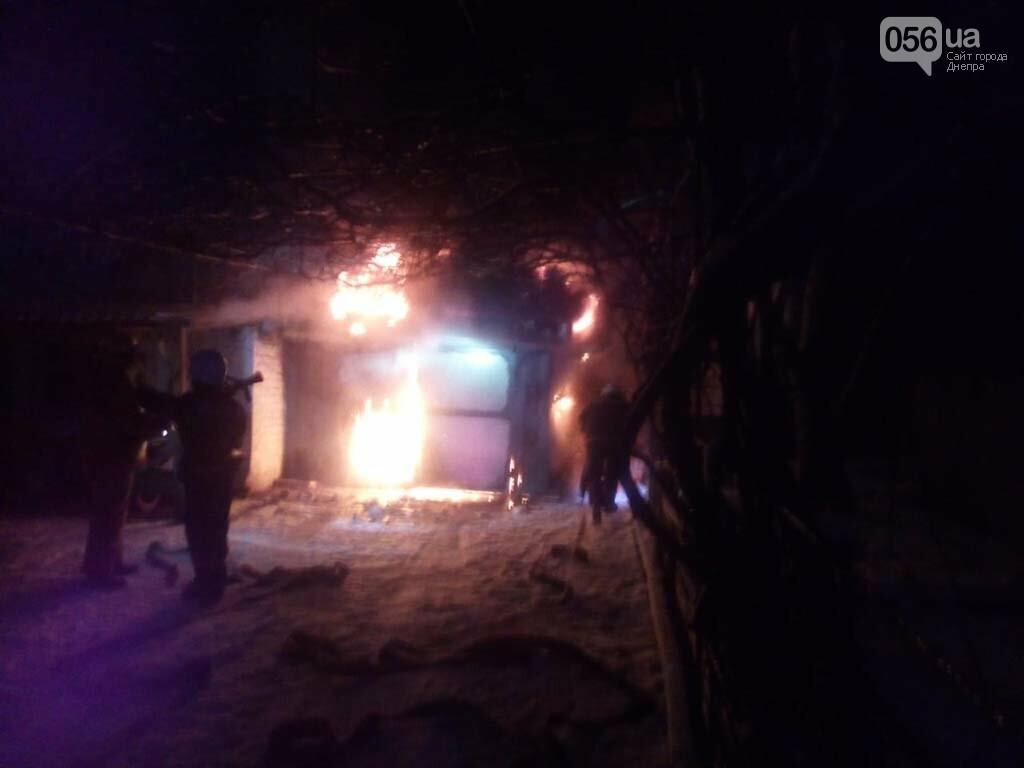 На Днепропетровщине горел гараж с автомобилем, - ФОТО, ВИДЕО, фото-2