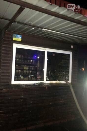Под Днепром пожарные тушили горевший киоск, - ФОТО, фото-3