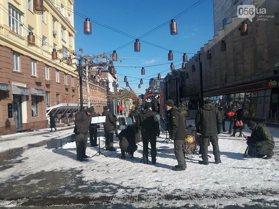В Днепре на улице Короленко Национальная гвардия сыграла праздничный марш, фото-2