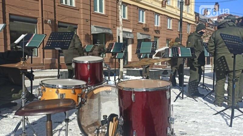 В Днепре на улице Короленко Национальная гвардия сыграла праздничный марш, фото-1