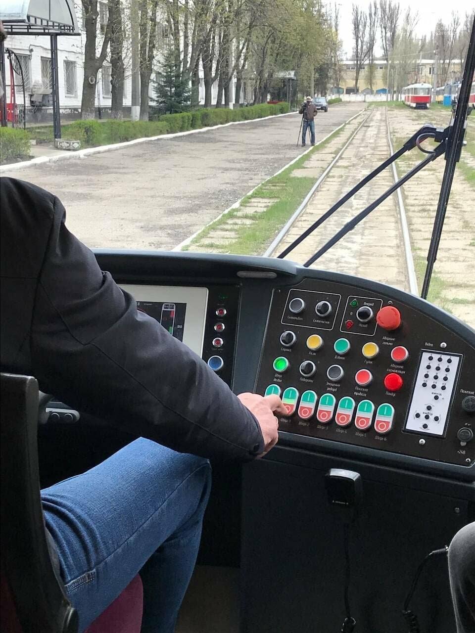 """В Днепре испытали совершенно новый трамвай """"Южмаша"""": узнай, на какой маршрут его тестируют, фото-4"""