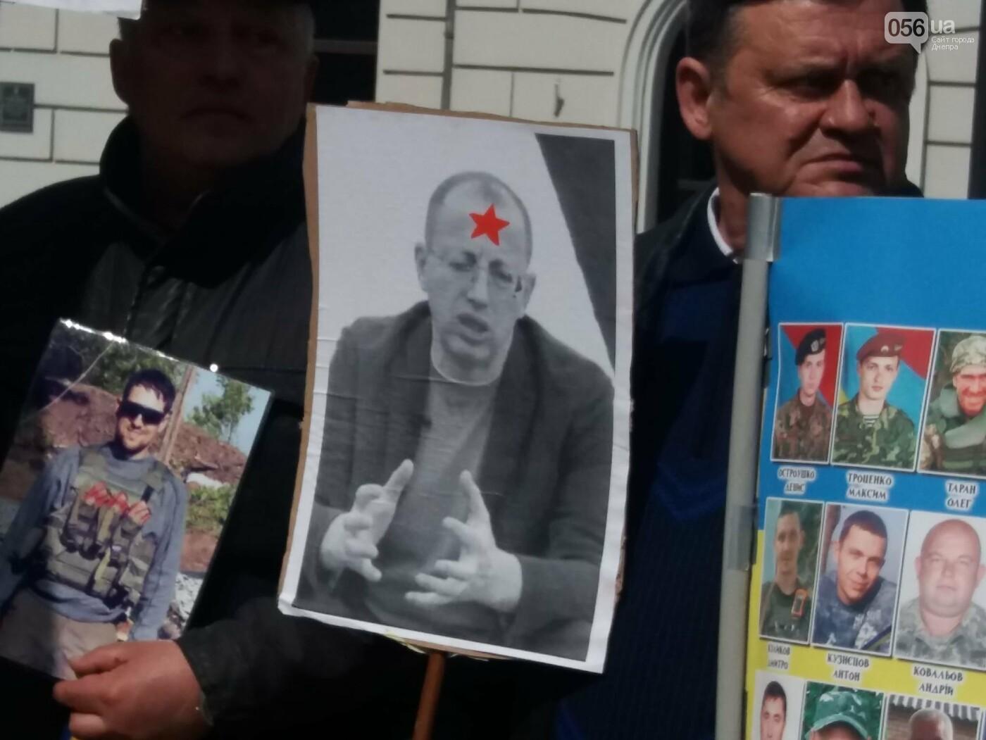 Днепровские активисты требуют лишить депутатского мандата и должности Геннадия Гуфмана: реакция политика, фото-12