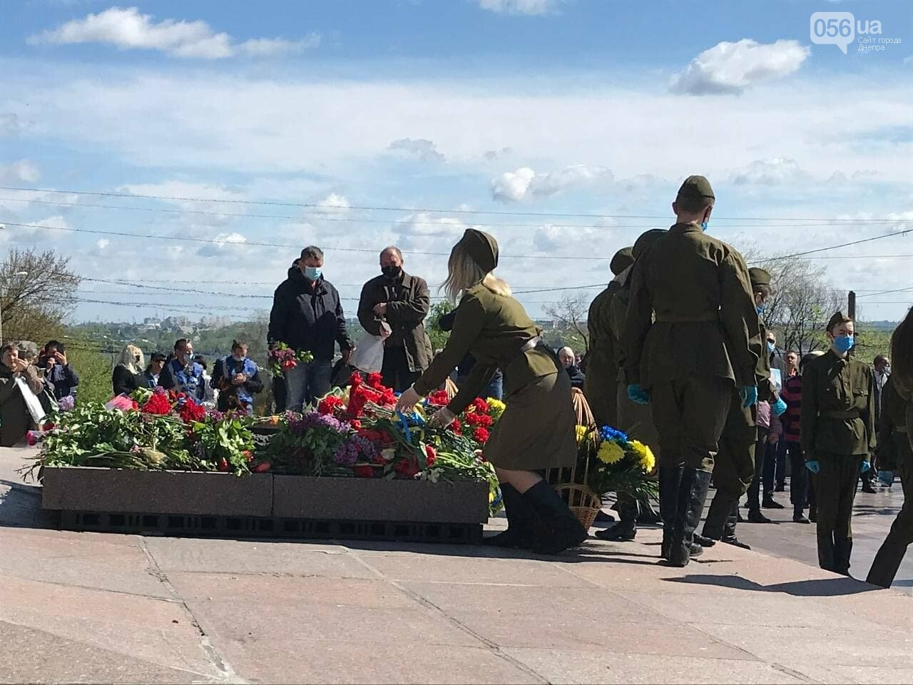 Именные значки и дети в советской форме: в Днепре Вилкул снова превратил праздник в пиар, фото-4