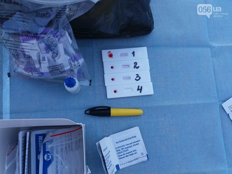 В центре Днепра раздают презервативы и делают бесплатное экспресс-тестирование на ВИЧ, - ФОТО, фото-6