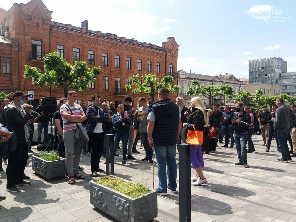 В Днепре толпа людей перекрыла тротуар перед управлением патрульной полиции, - ФОТО, ВИДЕО, фото-6