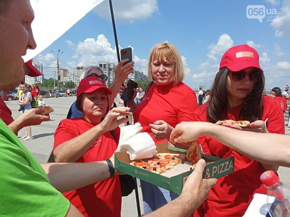 В Днепре Фестивальный причал стал красным, - ФОТО, ВИДЕО, фото-11