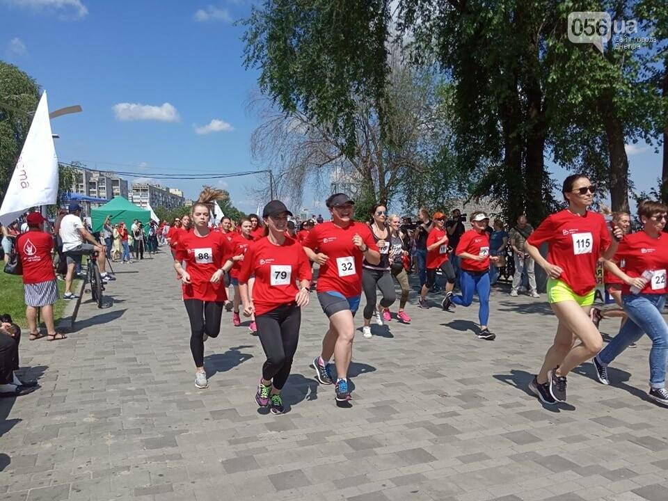 В Днепре Фестивальный причал стал красным, - ФОТО, ВИДЕО, фото-14