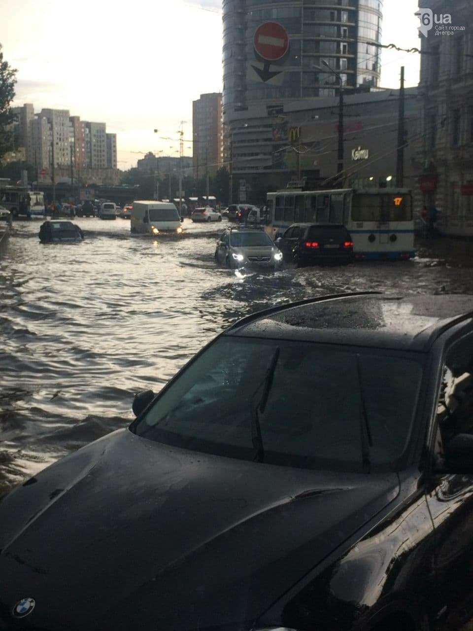 """Центр Днепра затопил ливень: машины """"плавают"""" возле Мост-Сити, - ФОТО, фото-2"""