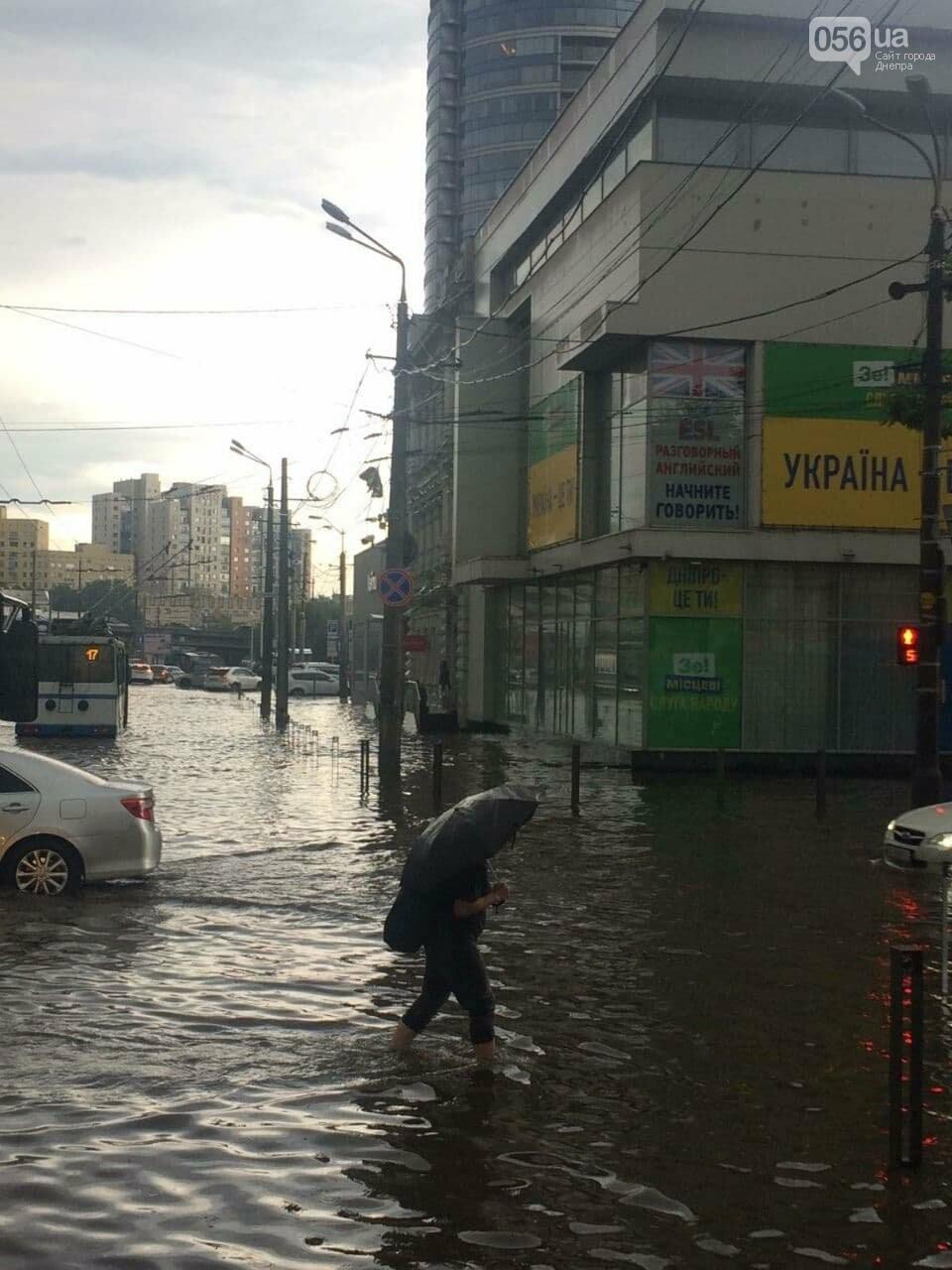 """Центр Днепра затопил ливень: машины """"плавают"""" возле Мост-Сити, - ФОТО, фото-4"""