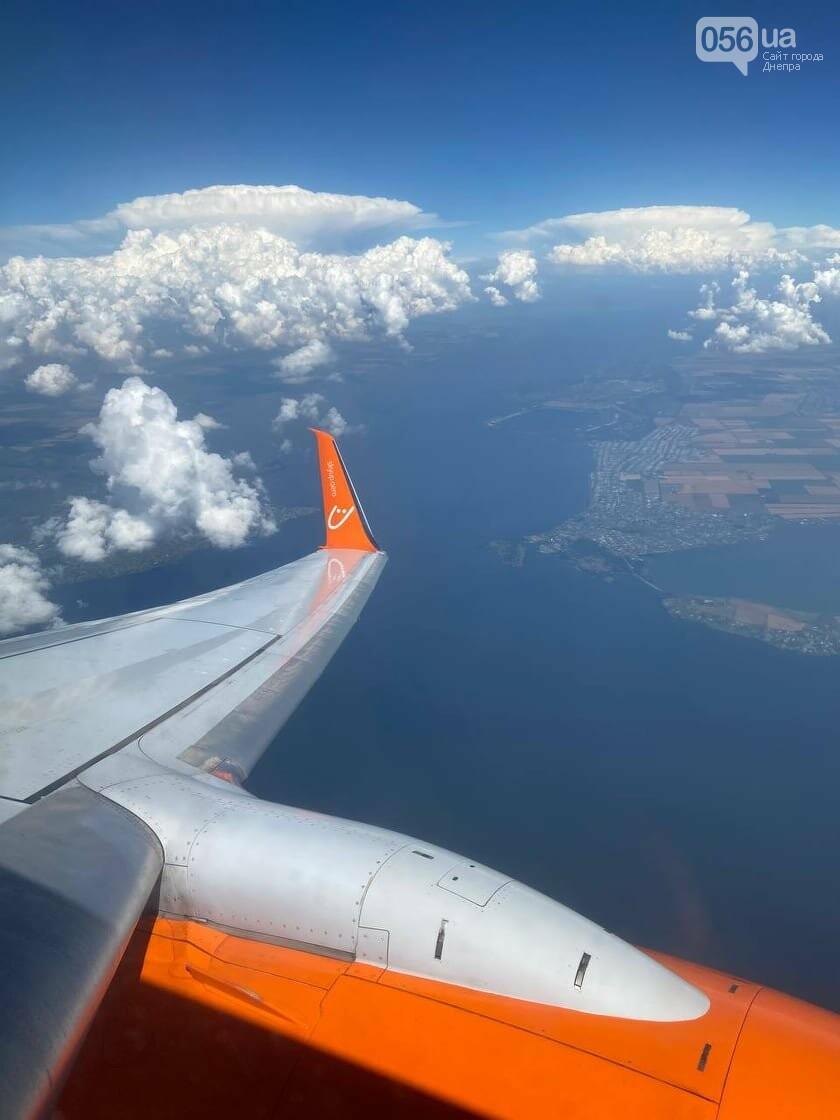 Из-за грозовых туч рейсовый самолет с днепрянами не мог совершить посадку, фото-1