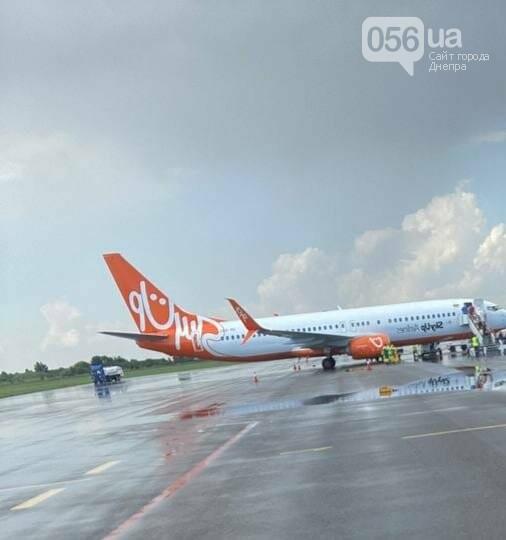 Из-за грозовых туч рейсовый самолет с днепрянами не мог совершить посадку, фото-2