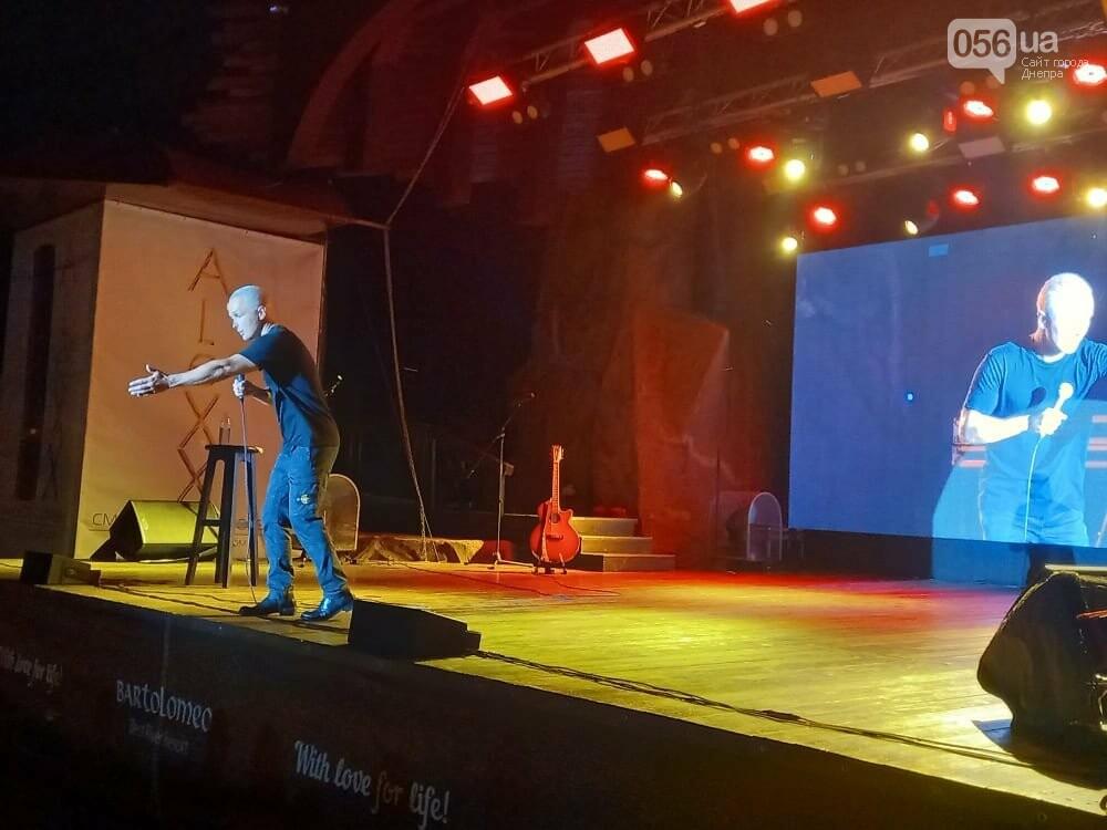 Про МАУ, Пузату хату, Панина и воровство бюджетных денег: шутки россиянина Ильи Соболева, которые рассмешили жителей Днепра, - 18+, фото-1