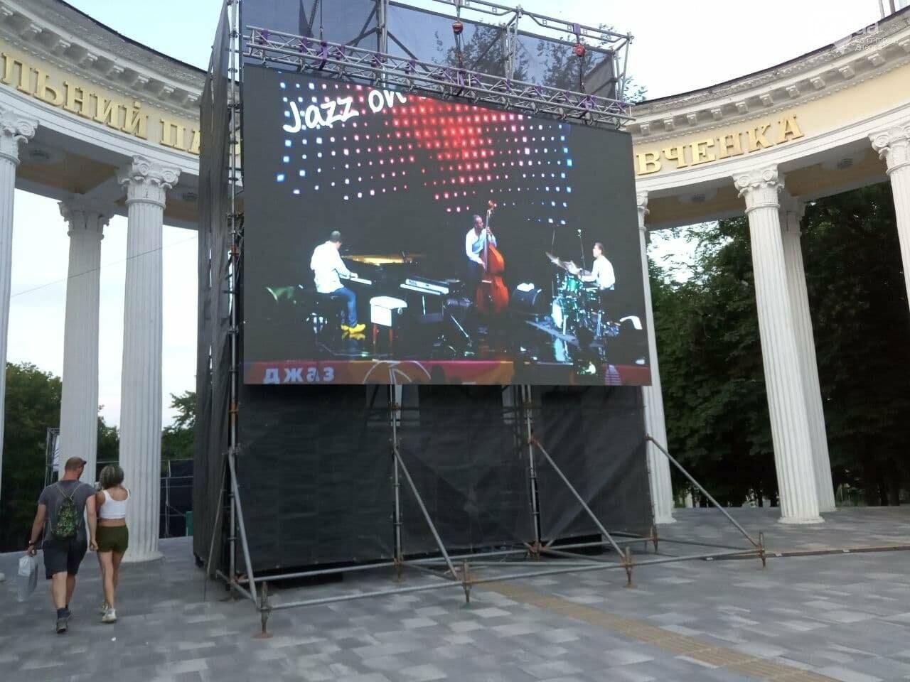 В Днепре по всей территории парка Шевченко звучит музыка нон-стоп, - ФОТО, ВИДЕО, фото-46