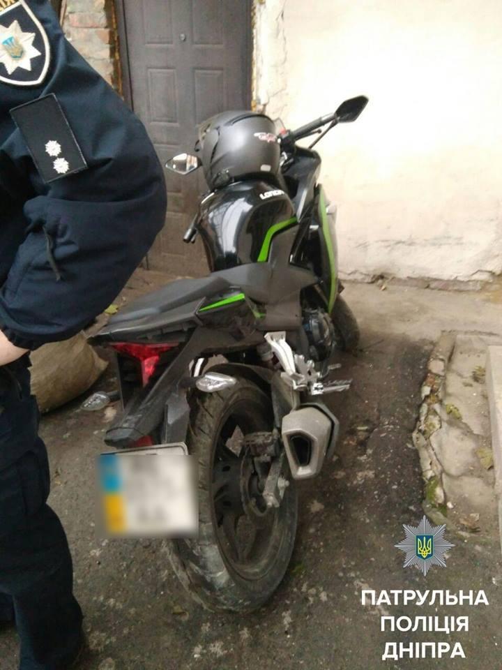 В центре Днепра патрульные задержали мужчину на угнанном мотоцикле (ФОТО), фото-1