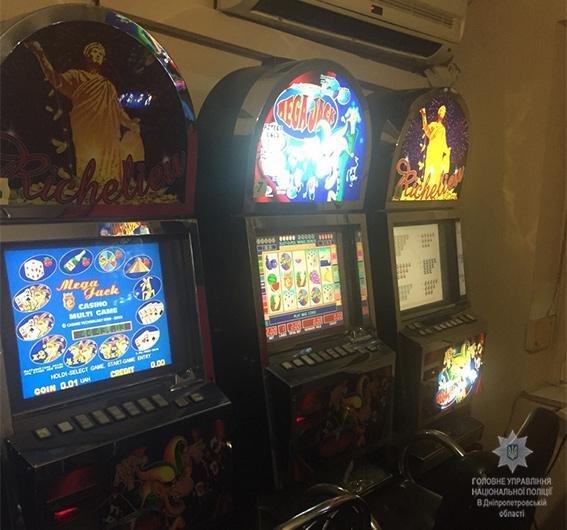 В Днепре полиция разоблачила «казино» в жилом доме (ФОТО, ВИДЕО), фото-2