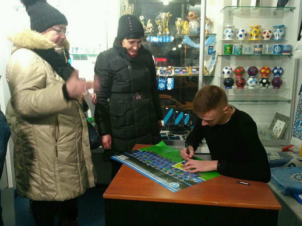 "17-летний футболист ""Днепра"" провел автограф-сессию (ФОТО), фото-2"