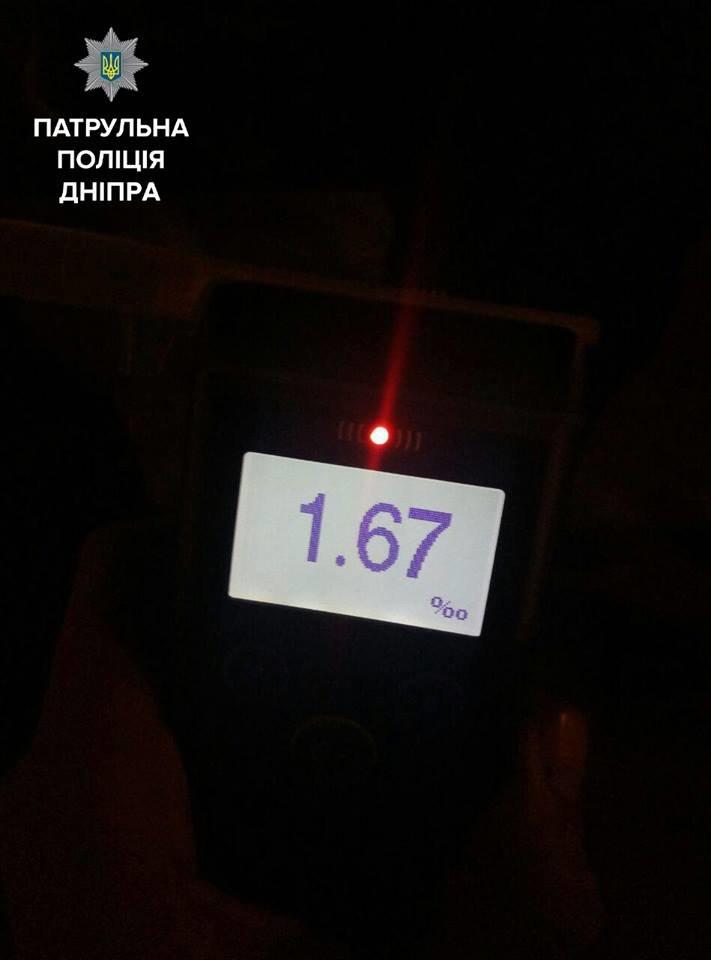 В Днепре неравнодушные прохожие «сдали» пьяного водителя полиции, фото-1