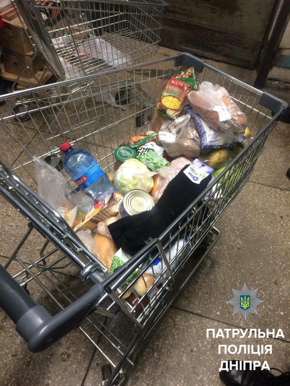 Смертельно болен: в Днепре мужчина съел продукты прямо в супермаркете  (ФОТО), фото-3