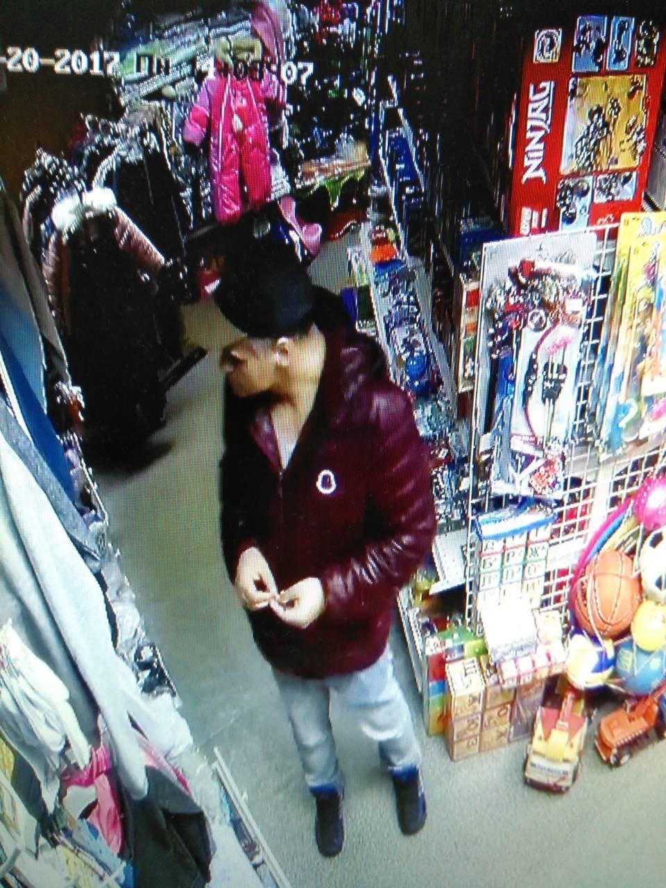 В Днепре на Рабочей украли  детский костюм (ФОТО, ВИДЕО), фото-1