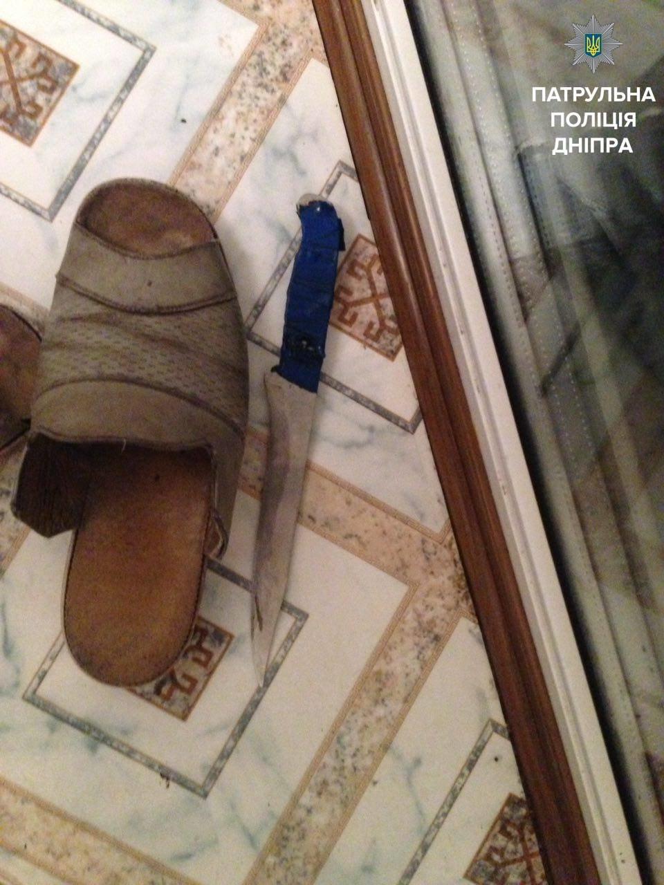В Днепре неизвестный ворвался в дом и угрожал людям (ФОТО), фото-2