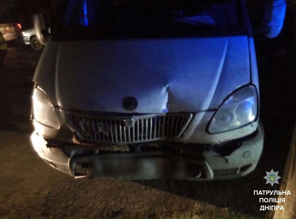 В Днепре пьяный мужчина протаранил два авто на угнанном грузовике (ФОТО), фото-2