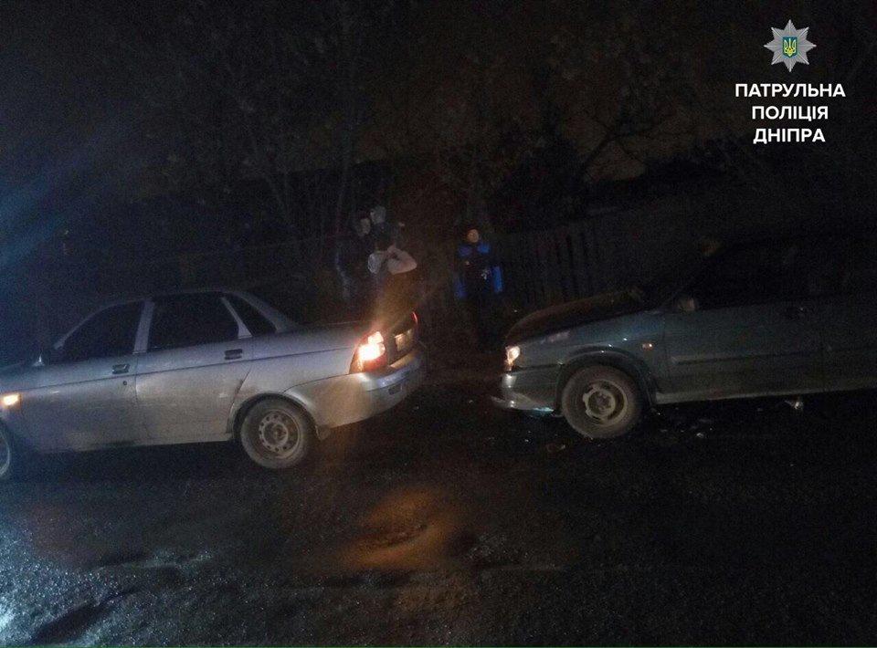 В Днепре пьяный мужчина протаранил два авто на угнанном грузовике (ФОТО), фото-1