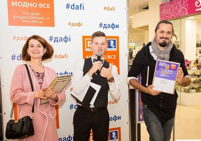 В первом в Украине Конкурсе оформителей витрин в Днепре победили работа с одним воздушным шаром, фото-2