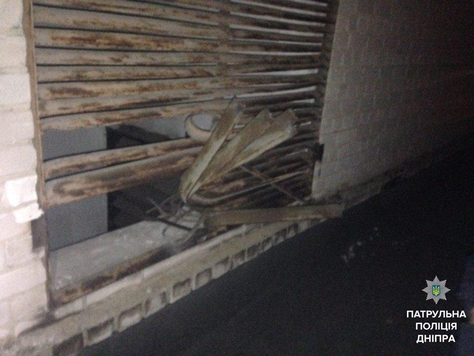 В Днепре патрульные задержали мужчину за кражу металла из вентиляции многоэтажки (ФОТО), фото-1
