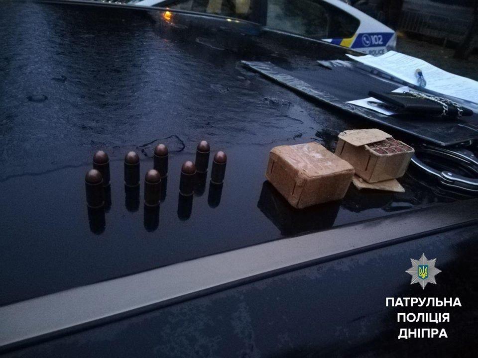В центре Днепра патрульные задержали автомобиль с боевыми патронами (ФОТО), фото-1