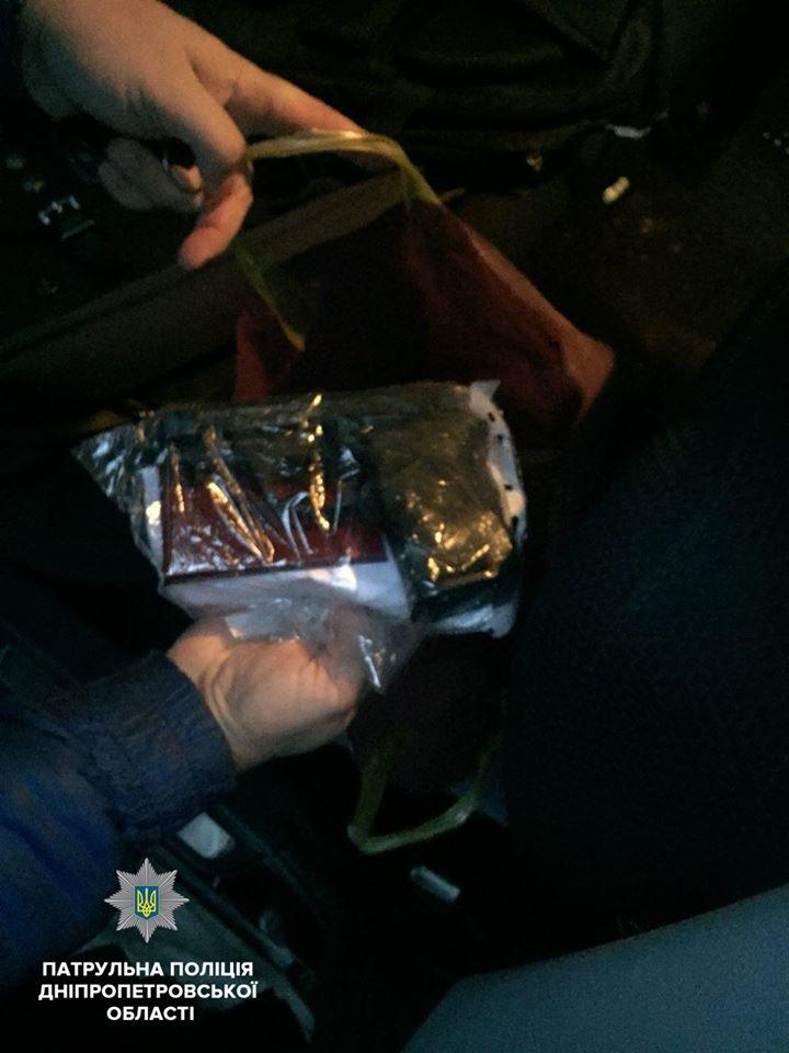 В Днепре патрульные у водителя-нарушителя выявили арсенал оружия (ФОТО), фото-2