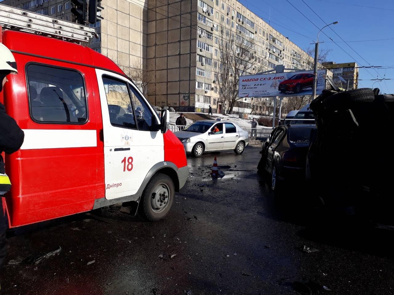 Массовое ДТП в Днепре: на Янтарной перевернулась маршрутка, есть пострадавшие (ФОТО), фото-3