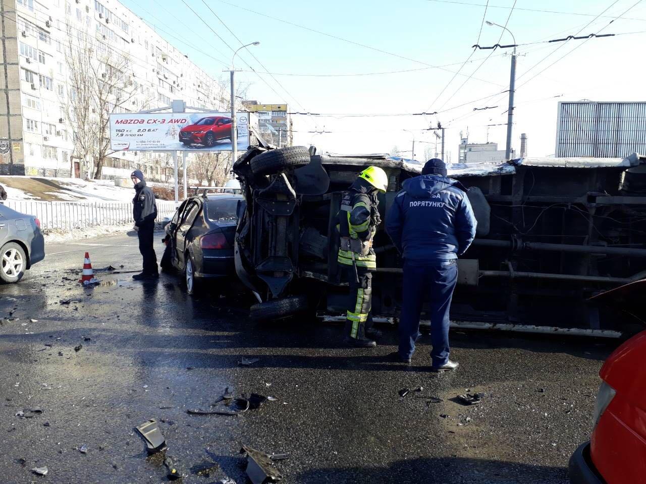 Массовое ДТП в Днепре: на Янтарной перевернулась маршрутка, есть пострадавшие (ФОТО), фото-2