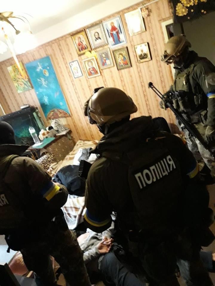 В Киеве задержали подозреваемых в подрыве гранатой полицейских в Днепре (ФОТО), фото-3