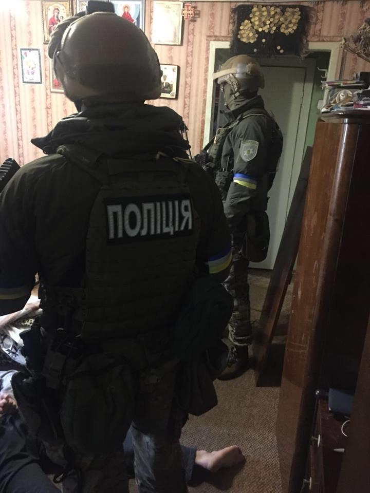 В Киеве задержали подозреваемых в подрыве гранатой полицейских в Днепре (ФОТО), фото-1