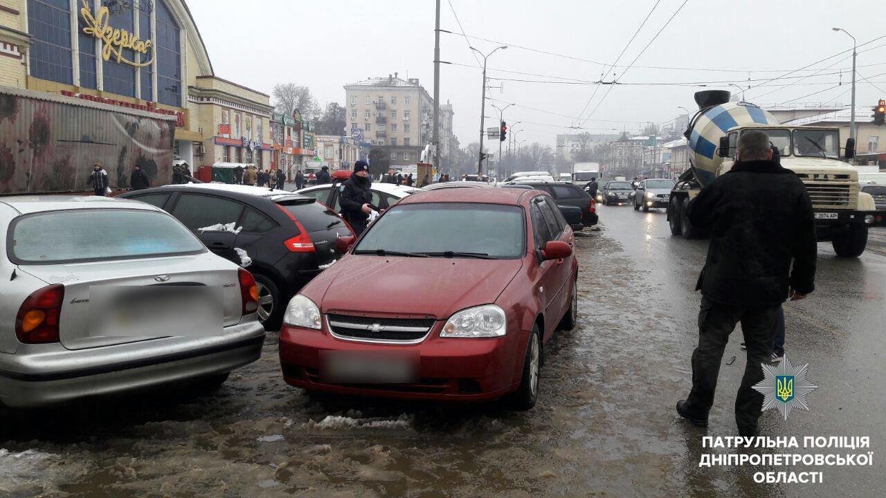 В Днепре водители подрались из-за места на парковке (ФОТО), фото-1