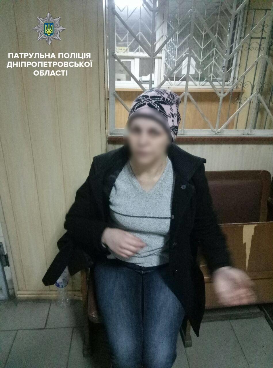 Угрожала ножом и отбирала телефоны: в Днепре задержали 40-летнюю разбойницу (ФОТО), фото-3