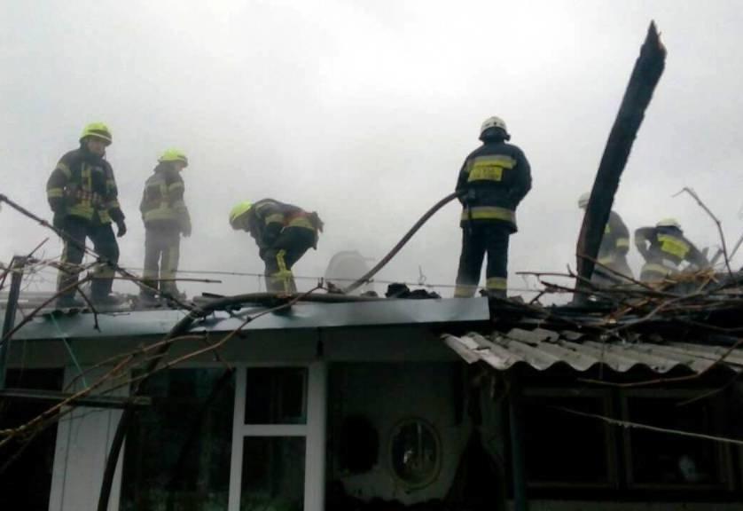 В Днепре в частном секторе загорелось одноэтажное здание (ФОТО), фото-1