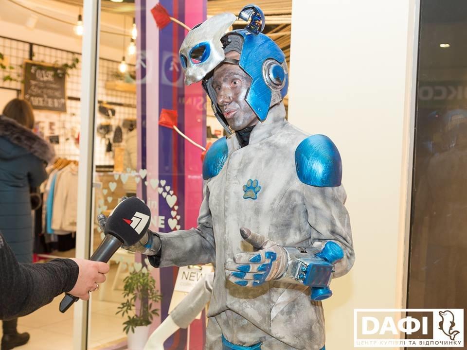 Битва Робокота и кукольника за зрителя: В Днепре открылся IV Всеукраинский фестиваль уличного искусства  , фото-7
